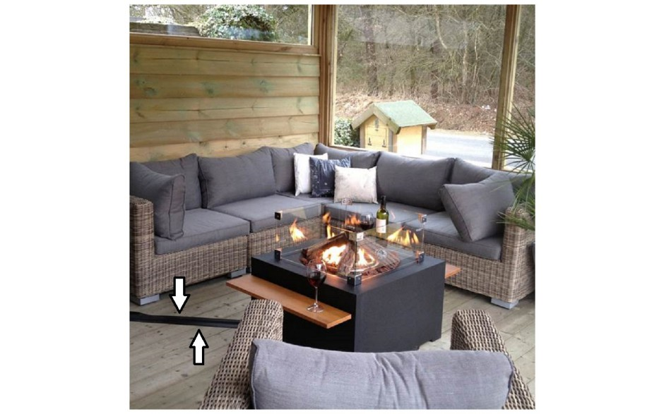 cocoon-table-sfeer-vierkant-zwart-met-gasslang-beschermprofiel-glazen-ombouw-en-houten-sidetable_Happy-Cocooning_Bydnd_L.jpg